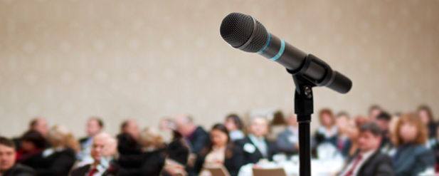Seminare with microphone in focus